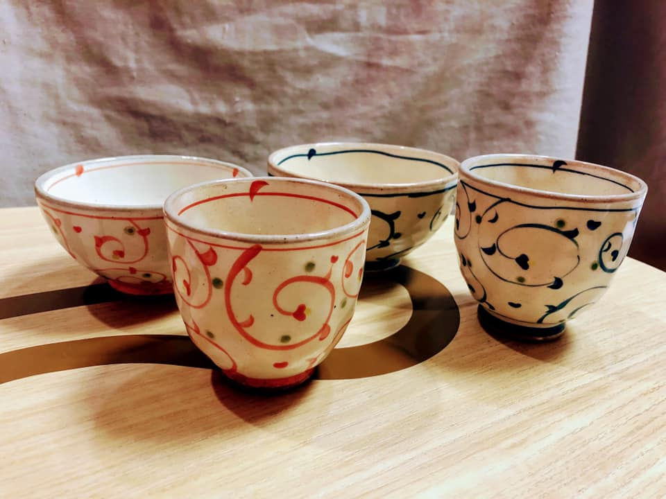 陶器の茶碗と湯呑